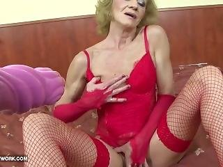 Granny Hairy Pussy Getting Fucked By Big Black Cock In Bed