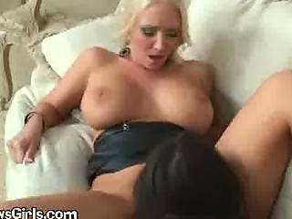 Kissing lesbo wife orgasam