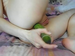 Mia +anal + Cucumber (solo)