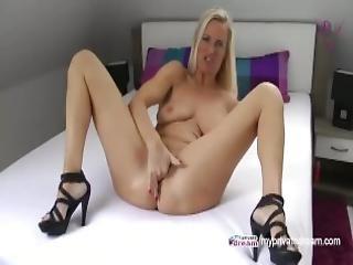 stort bryst, blond, fræk, europæisk, tysk, hæle, høje hæle, onani, milf, alene, squirt, drilleri