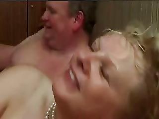 Amateur Bisex Taking Turns Cim Facial