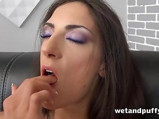 Bonasse, Brunette, Masturbation, Mature, Solo, Jet De Mouille, Ados, Jouets, Mouillée