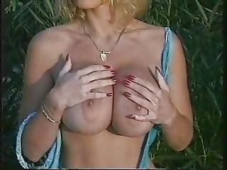 Grosse Titten, Blondine, Titte, Pool, Spa