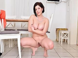 Zralá žena s kozama