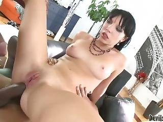 Lina - Sloppy Anal Threesome With Monster Gapes