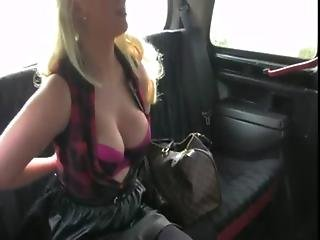 Busty natural amateur blowjob in cab
