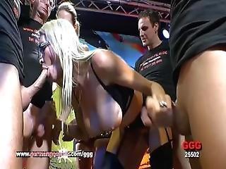 stort bryst, blond, blowjob, bukkake, fed, sæd, sædshot, facial, gangbang, tysk, sulten, matur, mor, strømper