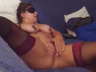 A Blindfolded Wife Rubs Her Clit