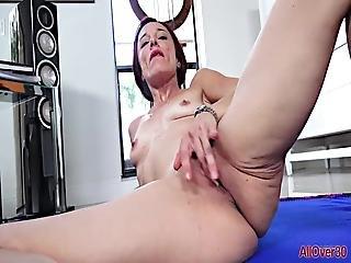 flexible, masturbación, milf, tetas pequeñas, solo