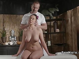 bonasse, banging, poitrine généreuse, européenne, nique, hardcore, massage, milf, huilée