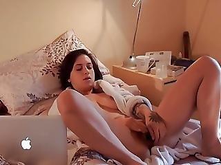 Teen Babe Cums Hard Watching Porno