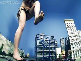 Urban Jungle Giantess