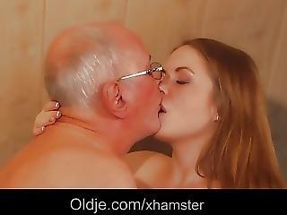 Blonde, Sperme, Avale Le Sperme, Deepthroat, Nique, Branlette, Massage, Vieux, Avale, Ados, Jeune