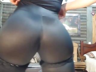 Lovense_play_through_yoga_pants