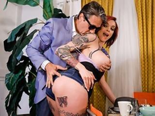 anjo, boazuda, garagnta funda, de quatro, gótica, velha, homem mais velho, ruiva, sexy, tatuagem
