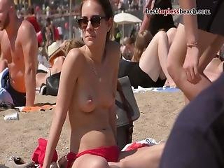 Spectacular Girls With Incredible Bodies Goes Topless On The Beach