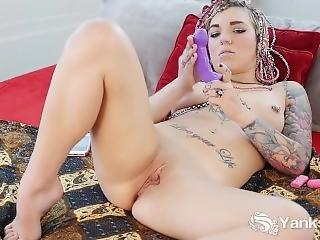 Pierced Yanks Babe Pixie Lehaj Masturbating