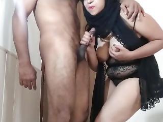 Muslim Arab Hijab Girl Blowjob