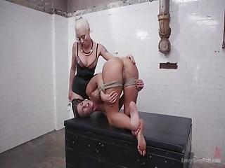 anal, fisting analny, dupa, seks analny, tyłek, fisting, ruchanie, rozwarta dziura, lesbijka, naturalne, naturalne cycki, małe cycki, wziernik, strapon, zabawki
