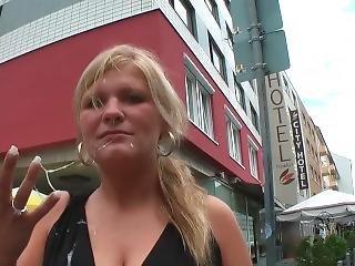 Blowjob And Sperma Walk During Frankfurt/main