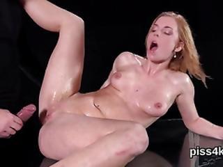 fetishe, hardcore, lébica, masturbação, mijo, mijado, cona, rapada, squirt, molhada
