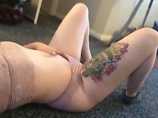 brud, brunett, naken, läcker, små tuttar, solo, tatuerad, Tonåring