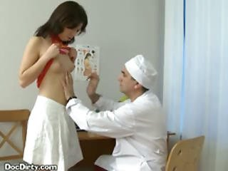 Brunette Lets Her Doctor Spread Her Puss