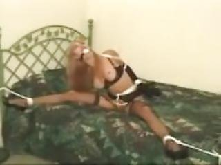 Bondage, γραμματέας