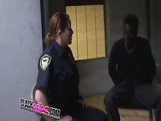 murzynka, wytrysk, twarz, podłoga, hardcore, napalona, policja, ujeżdżanie, uniform, biała