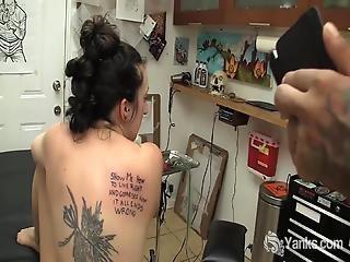 amateur, anaal, brunette, vingeren, masturbatie, orgasme, softcore, tattoo
