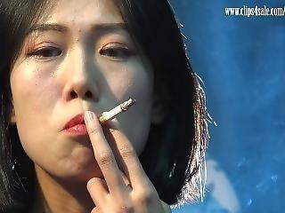 Chinese Lulu Smoking