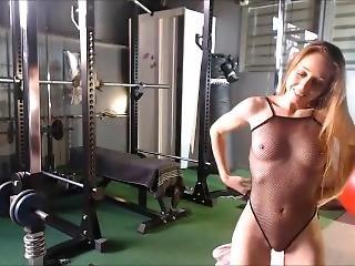 babe, rubia, flexible, gimnasio, masturbación, milf, orgasmo, tetas pequeñas, solo, jugetes, camara del internet