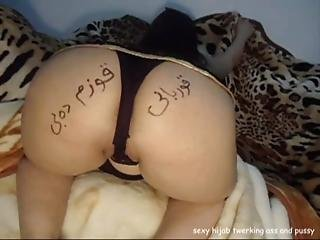 Sexy Housewife Hijab Ala Twerking Ass And Pussy