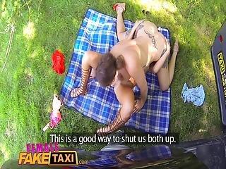 brünette, busch, fingern, ficken, lesbisch, orgasmus, verlegen, taxi, Jugendliche