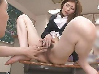 小野纱里奈 (sarina Ono)桥本舞(mai Hashimoto) 生徒を食へ ちゃう变态女教师