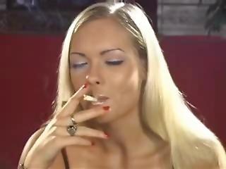 Nadja Smoke It Wimp