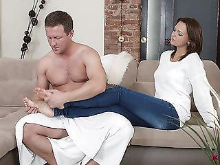 Nice-looking Emily Thorne Likes The Look Of That Dick And Needs A Dicking