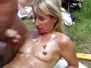Hollandse Vrouw Wordt Er Helemaal Onder Gespoten
