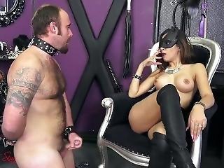 Mistress Sheyla Smoking