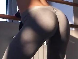 Sexy Redhead Teen Shaking & Twerking Her Big Bubble Butt In Tight Leggings!
