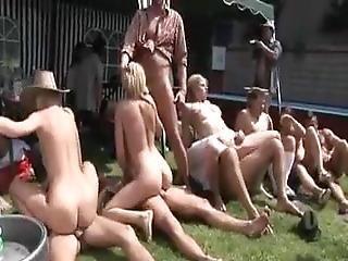 Buiten orgie