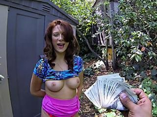 Titty Amateur Blows For Cash In The Park