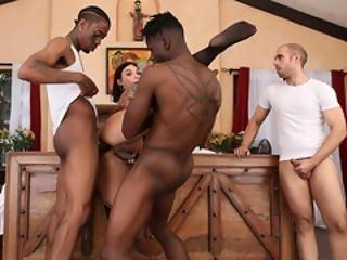 mlada crna i seksi