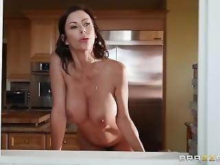 Nagy természetes mellek szex- és pornó filmek.