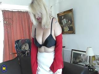 Big Mature Mom With Big Sex Hunger