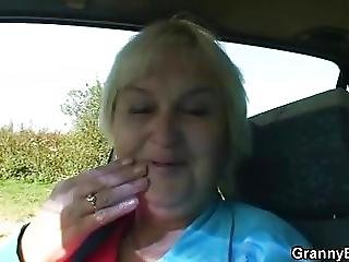 voiture, mamie, mature, vieux, jeune