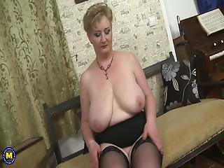 Curvy Mother With Amazing Body