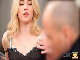 Leszbikus szex egy klubban