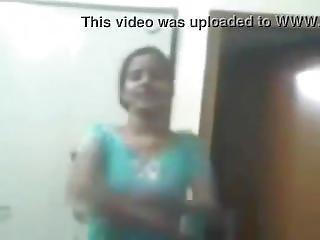 Hot Desi Girlfriend Showing Boobs On Cam