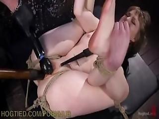 bdsm, loira, bondage, creme, dominação, meter dedos, amordaçada, orgasmo, gritar, rapada, vibrador, chicote